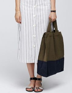 Today's Hot Pick :Color Blocked Tote http://fashionstylep.com/P0000SQK/vivaglam7/out This tote bag has a khaki and navy color blocked design with two top handles, snap on button and one main spacey compartment. Made from durable Eco-friendly canvas for a reusable and versatile wear.