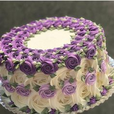 Many individuals don't think about going into company when they begin cake decorating. Many folks begin a house cake decorating com Pretty Cakes, Cute Cakes, Beautiful Cakes, Amazing Cakes, Beautiful Cake Designs, Beautiful Flowers, Cake Icing, Buttercream Cake, Cupcake Cakes