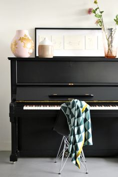Design*Sponge Sneak Peek The piano, also in the large sitting room area. It is a shame that no one plays the piano regularly at the moment – hopefully one day. Piano Vertical, Vieux Pianos, Interior Inspiration, Room Inspiration, Piano Room Decor, Home Interior Design, Interior Decorating, Piano Decorating, Painted Pianos