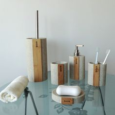 Sodomo decoration bathroom accessories set polyresin with bamboo tumbler