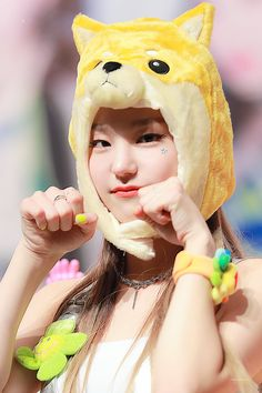 Kpop Girl Groups, Korean Girl Groups, Kpop Girls, Chinese Zodiac Signs, Reasons To Smile, How To Show Love, Kawaii Girl, K Idols, South Korean Girls