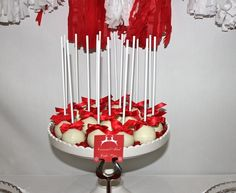 Red and White Christmas Cake Pops #redwhite #cakepops