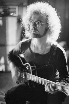 Robert Fripp (King Crimson).  Not many guitarists like Fripp.