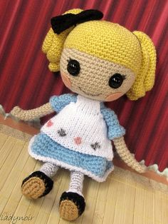 crocheted doll. Link to free pattern and hair tutorial..  This could easily be made to look like the LaLaLoopsy dolls.