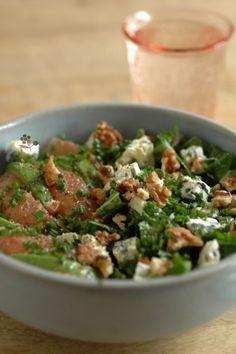 Salade de chou kale, pamplemousse, avocat, Saint Agur & noix