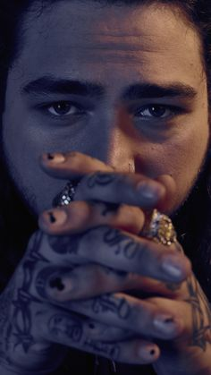 Post Malone is an American rapper. Like – Post Malone age, wiki & so on. Post Malone Lyrics, Post Malone Quotes, Daft Punk, Post Malone Wallpaper, Love Post, American Rappers, Celebs, Celebrities, Singers