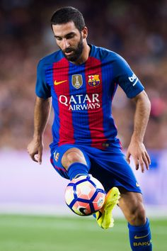 Arda Turan of FC Barcelona controls the ball during the Joan Gamper trophy match between FC Barcelona and UC Sampdoria at Camp Nou on August 10, 2016 in Barcelona, Catalonia.