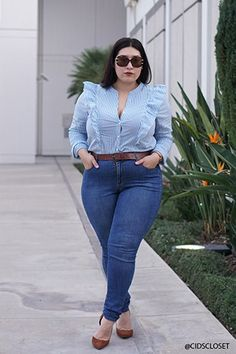 Buying plus size clothes are not easy. The biggest problem with buying clothes for women with the plus-size is either n… Chubby Fashion, Curvy Girl Fashion, Curvy Outfits, Casual Outfits, Fashion Outfits, Fashion 2018, Plus Size Shirts, Plus Size Tops, Plus Size Fashion For Women