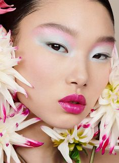 Aivita Muze and Yoon Young Bae are in full bloom for Dior Magazine's Spring 2020 issue. The pair appears in a beauty spread called, Power of Flowers. Pastel Makeup, Blue Makeup, 90s Makeup, Beauty Editorial, Editorial Fashion, Asian Makeup Editorial, Editorial Hair, Christian Dior, Beauty Fotos