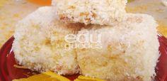 Bata as claras em neve, reserve. Em uma batedeira, bata a margarina com o açúcar, acrescente as gemas e bata bem. Com o auxílio de um batedor, acrescente o suco de laranja e a farinha de trigo. Inc…