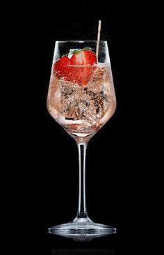 5 richtig coole Alternativen zu Hugo oder Aperol Spritz Vodka Cocktails, Non Alcoholic Drinks, Summer Cocktails, Cocktail Drinks, Cocktail Recipes, Drink Recipes, Smoothie Recipes, Smoothie Bol, Sweets