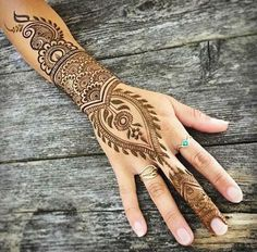 Sweet afternoon appointment, never want this summer weather to quit! Tomorrow find me at the from during the live music block party and get your on! Mehandi Designs Images, Arabic Mehndi Designs, Tatoo Henna, Henna Tattoo Designs, Simple Henna, Easy Henna, Mehendi Arts, Henna Patterns, Makati