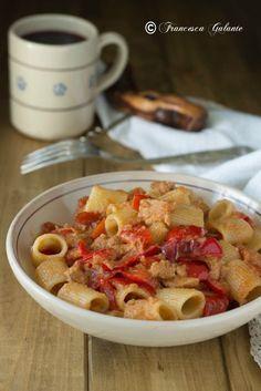 Pasta con peperoni pangrattato e tonno Tortellini, Rigatoni, Prosciutto, Polenta, Couscous, Gnocchi, Bon Appetit, Pasta Recipes, Food Inspiration