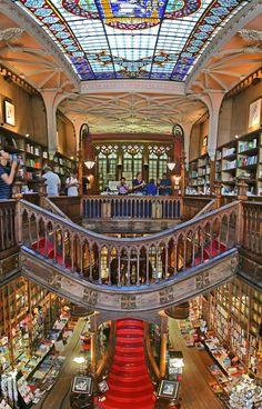La livraria Lello & Irmão, rua das Carmelitas #144.  Ouvert le lundi de 10h…