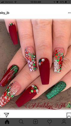 Nail art Christmas - the festive spirit on the nails. Over 70 creative ideas and tutorials - My Nails Fancy Nails, Bling Nails, Nail Swag, Stylish Nails, Trendy Nails, Christmas Gel Nails, Holiday Nails, Nagel Bling, Cute Acrylic Nail Designs
