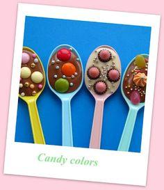"""Candy Colors  Depois do color blocking, surge uma tendência de tons pastel que vem dar uma """"adocicada"""" aos looks de primavera/ verão. São cores meigas, doces, que lembram aquelas balinhas confeitadas - daí ,a definição do nome """"Candy Colors""""."""