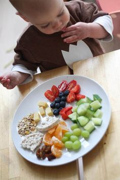 Monkey Platter: laat je koter kiezen! | Kiind Magazine Baby Puree, Lunch Snacks, Toddler Meals, Kids Meals, Broccoli, Baby Food Recipes, Healthy Recipes, Kai, Food Platters