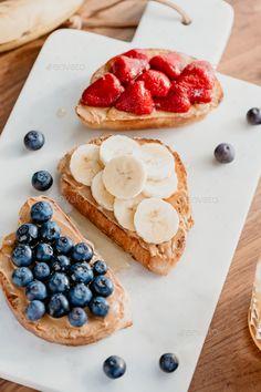 Peanut Butter Breakfast, Healthy Peanut Butter, Peanut Butter Banana, Peanut Butter Toast Ideas, Tumblr Food, Healthy Food Tumblr, Vegan Recipes Easy, Snack Recipes, Breakfast Toast