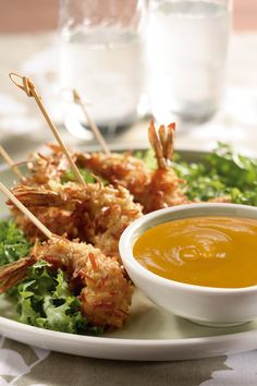 Deliciosos camarones para botanear en tus fiestas con una rica salsa de mango que por su sabor tan original, les encantará a todos tus invitados.