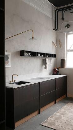 46 Simple Modern Scandinavian Kitchen Inspirations - Modul Home Design Black Kitchen Cabinets, Kitchen Cabinet Remodel, Kitchen Cabinet Design, Black Kitchens, Modern Kitchen Design, Interior Design Living Room, Kitchen Decor, Kitchen Without Top Cabinets, Skandi Kitchen