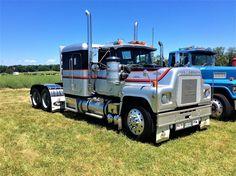 Millions of Semi Trucks Old Mack Trucks, Big Rig Trucks, Semi Trucks, Cool Trucks, Pickup Trucks, Truck Drivers, Semi Trailer Truck, Flatbed Trailer, Antique Trucks
