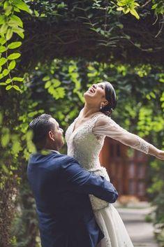 Un día mágico en el mes de las flores #matrimoniocompe #bodasperu #primavera #bodaenprimavera #primaveral #mesdelamorylaamistad Outfit Primavera, Thing 1, Wedding Dresses, Fashion, Fresh Flowers, Simple Wedding Gowns, Elegant Wedding, Beach Weddings, Floral Decorations