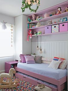I like the shelving unit above the bed