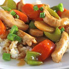 Tjap choi is een groentenmix uit de Chinese keuken. Met een uitgebreide keuze aan vegetarische, vis of vlees ingredienten, komt een ieder aan zijn trekken. Asian Recipes, Healthy Recipes, Ethnic Recipes, Chinese Recipes, Healthy Food, Porc Au Caramel, China Food, Asian Kitchen, Caribbean Recipes