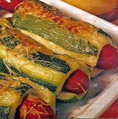 Hot dog de courgettes Hot dog recipe of zucchini Dog Recipes, Lunch Recipes, Dinner Recipes, Healthy Recipes, Healthy Food, Comfort Food, Hot Dogs, Entrees, Good Food