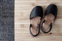 Kenkäkaupassa valaistunut Johanna Koo ja loistava korkkaribiisi