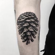 """327 gilla-markeringar, 3 kommentarer - Ville Prinsen (@villeprinsen) på Instagram: """"Pine cone in Berlin! Thanks Ralf! #villeprinsen #tattoo #tatuering #tatuointi #tätowierung #tatuaje…"""""""