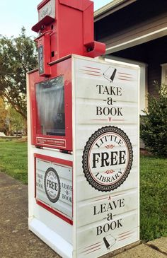 Little Free Library 23728 in Historic Oakland Oregon, on the corner of and Oak St.this is a GREAT IDEA:) Little Free Library Plans, Little Free Libraries, Little Library, Mini Library, Dream Library, Library Books, Library Inspiration, Library Ideas, Street Library