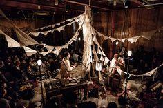 スズキタカユキが「仕立て屋のサーカス」を東京・京都・沖縄で開催 - 音と布と光が織りなす即興舞台 | ニュース - ファッションプレス
