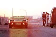 Von der Sehnsucht nach dem Frühling Unsere Freunde von Petrolicious haben einen schönen Bericht über unseren Ferrari 308 GT4 veröffentlicht, den wir hier nochmals auf deutsch mit ein paar mehr Fotos zeigen wollen: Der Winter kann in Deutschland manchmal ganz schön lang