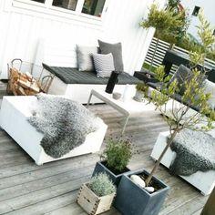 Terrassengestaltung im skandinavischen Stil