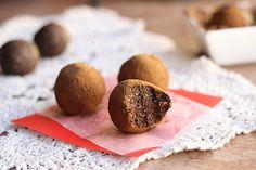 Kid-Friendly Carob Oat Truffles (Nut-Free, Date-Free, Vegan) #recipe  To make these gluten-free, use gluten-free oats in this recipe