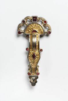 BROOCH -  Silver gilt, with niello, set with garnets Frankish; 6th century.