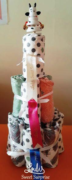 Diaper Cake with Pufies 3όροφη μωρό-τούρτα που αποτελείτε από 20 βρεφικές πάνες για νεογέννητα καθώς μία εκπαιδευτική κουδουνίστρα ! #loulis_sweet_surprise #diapercake #pufies Loulis Sweet Surprise