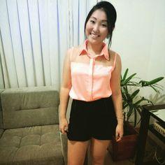 Look com uma pegada retrô, da blogueira Bruna Simakawa. Arrasou!  http://noventinha.blogspot.com.br/2015/01/look-camisa-retro-e-shortsaia.html