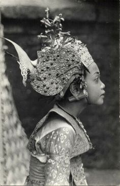 Bali, Beautiful Girl Legong Dancer, with ear piercing, c. Cultures Du Monde, World Cultures, Vintage Photographs, Vintage Photos, Indonesian Art, Tumblr Photography, Vanitas, Jolie Photo, Balinese