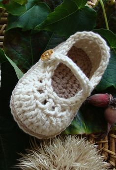 Crochet baby girl shoes booties Mary Jane cream / coffee 3/6M - ready to ship with gift box