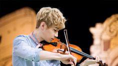 He looks so perfect playing the violin*0* #henry #henrylau #kpop #suju #sjm #superjuniorm