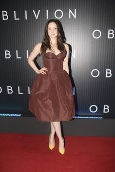 """Andrea Riseborough attending the premier of """"Oblivion"""" at the Cine Odeon Petrobras in Rio de Janeiro, Brazil - March 2013 - Photo: Runway Manhattan/Bauer-Griffin Bustier Dress, Fashion Story, Red Carpet Looks, Oblivion, Fashion Brand, Corset, Street Style, Style Inspiration, Formal Dresses"""