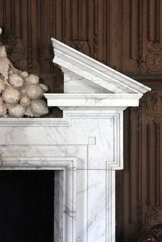 Marble chimneypiece by John Webb in the Oak Gallery at The Vyne. photography by Rubens1577 (flickr)