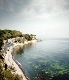 What a perfect end to this trip. Today I have visited Stevns Klint and the lighthouse. The cliffs are part of the UNESCO World Heritage and were formed 65 million years ago when the sea covered Denmark. Now its time to go home again with so many great memories! Thank you for showing me all of your beautiful places @govisitdenmark @sydkystdanmark and @visitlollandfalster it has been amazing! #visitdenmarkstories #visitdenmark #sydkystdanmark #letsilencespeak #silence #photography #nature…
