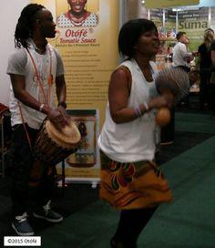Bravo aux artistes interprètes ou exécutants Otofe Royale Afrique pour votre performance impressionnante à l'Exposition IFE à Londres. Vous avez apporté l'esprit de l'Afrique Royale au support Otofe.