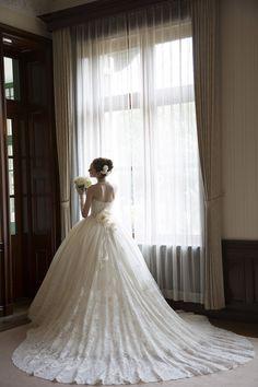 世界で1着、繊細レースが印象的なウェディングドレス
