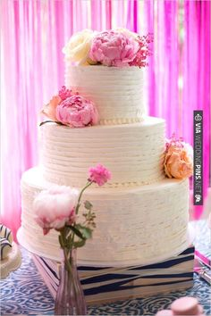 white wedding cake with warm floral accents | CHECK OUT MORE IDEAS AT WEDDINGPINS.NET | #weddingcakes
