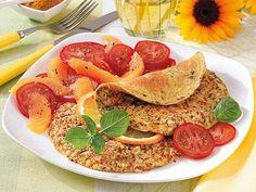 Mandel-Curry-Fritatta mit Tomatensalat - Eier sind die besten Helfer beim Abnehmen und vollkommen zu Unrecht als Dickmacher verschrien. Genießen Sie sie als leckere Frittata.