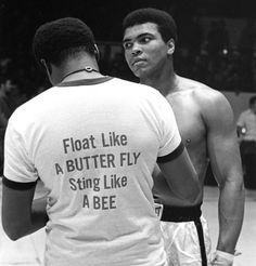 George Foreman et Muhammad Ali lors du combat « dans la jungle Muhammad Ali Boxing, Muhammad Ali Quotes, Muhammad Ali Fights, Citation Mohamed Ali, Sports Illustrated, Boxe Fight, Citations Sport, Motivational Quotes For Athletes, Athlete Quotes